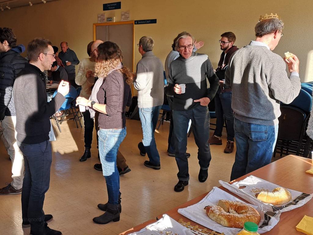 Les adhérents discutent des nouveaux projets de l'association SIRIUS.